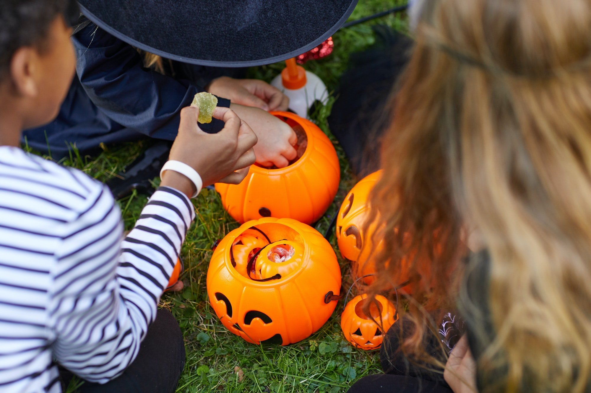 is holloween candy bad for kids teeth?